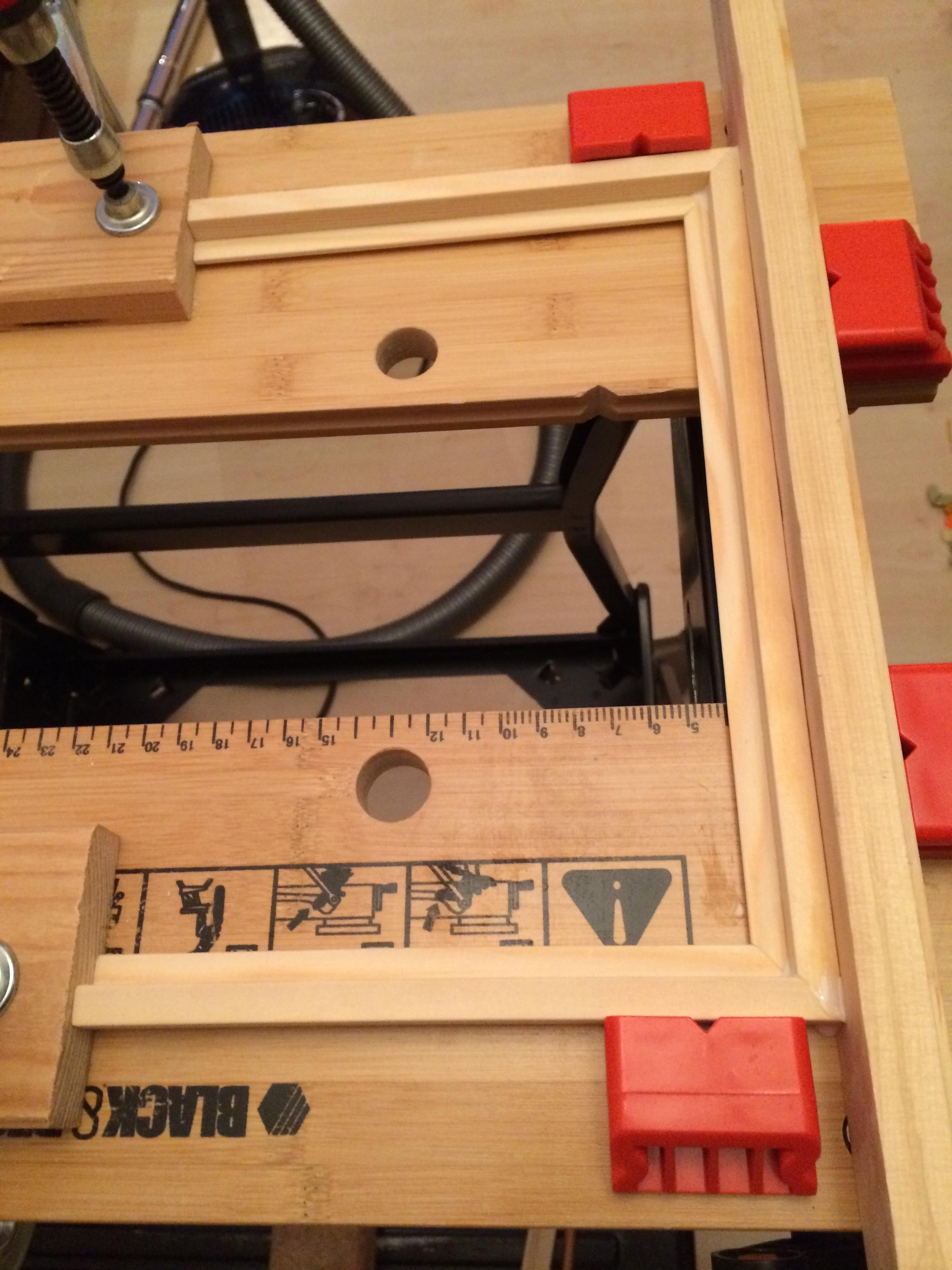 Selbstbauanleitung Tablet-Halter füe die Küche - Ecken geleimt