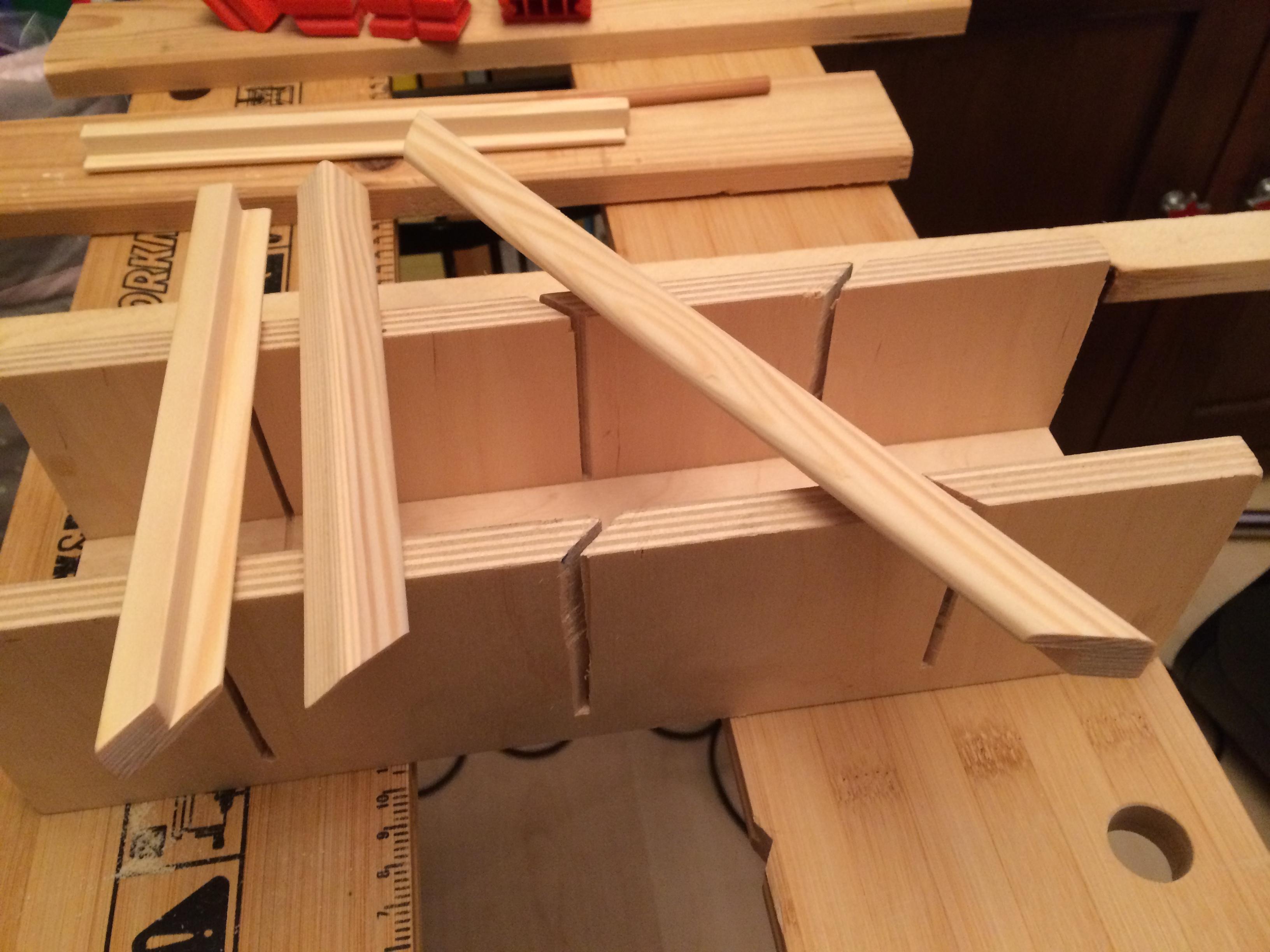 Selbstbauanleitung Tablet-Halter für die Küche - Leisten geleimt, geschliffen und gesägt