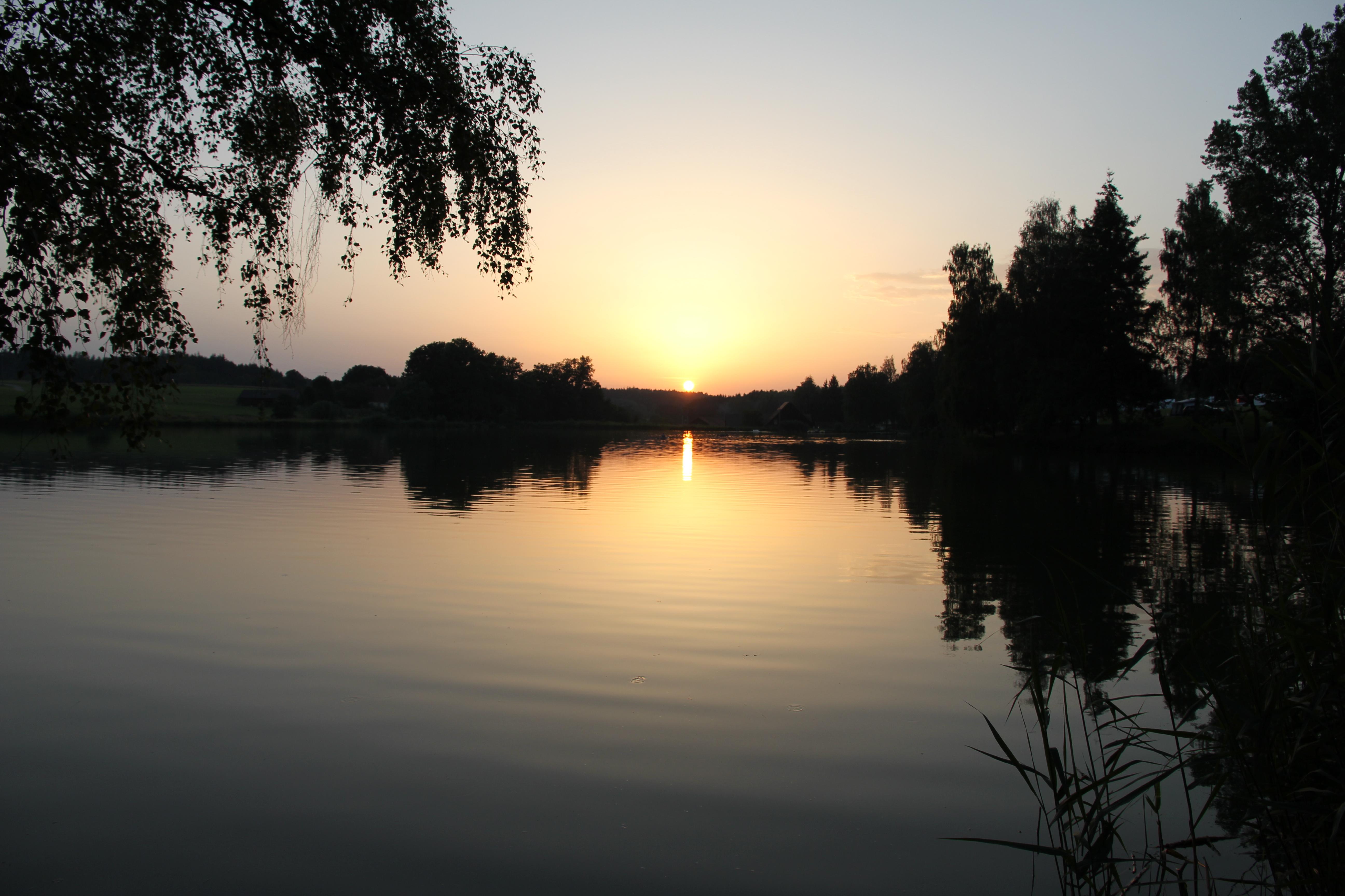 VW_T5_ California_Camping_Deutschland_Hammerschmiedesee_See_Sonnenuntergang