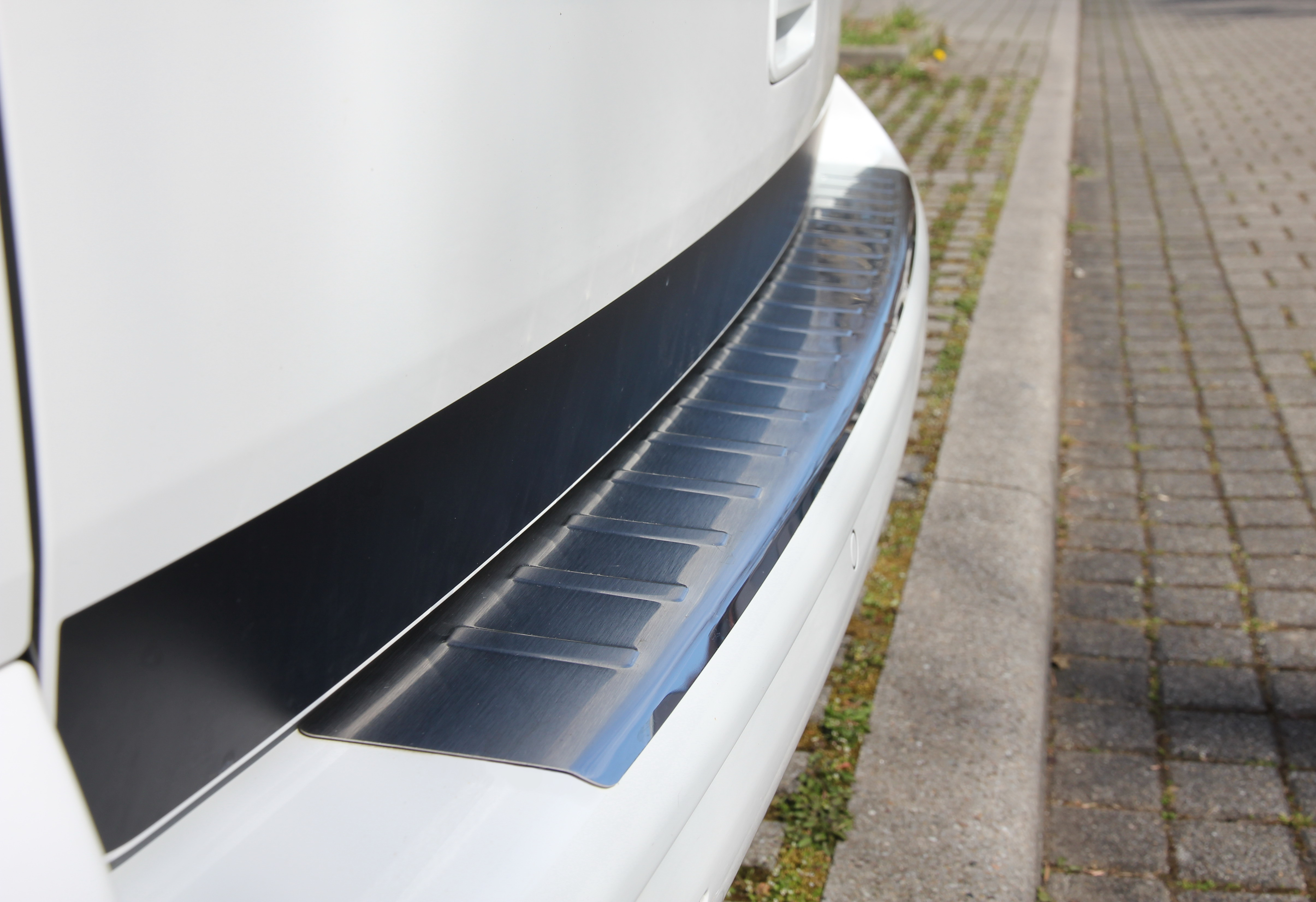 VW T5 Bus California Multivan Caravelle Ladekantenschutz Edelstahl Stossfaenger Kaufempfehlung 06