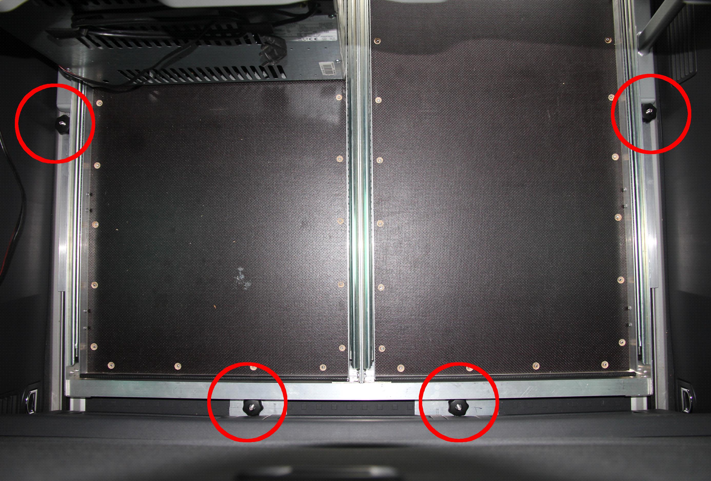 VW T5 California Beach dreier Sitzbank Heckauszug 2.0 eingebaut Befestigungsschienen FIxierpunkte 2