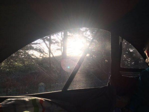 Frankreich Normandie Bretagne Steilküste Meer Roadtrip T5 VW Camping Familie Baby Kind Hund Aufstelldach oben schlafen Morgenstimmung