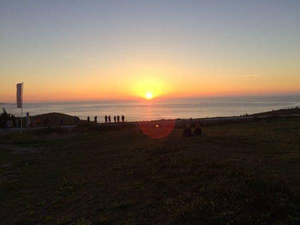 Frankreich Normandie Bretagne Steilküste Meer Roadtrip T5 VW Camping Familie Baby Kind Hund Sonnenuntergang