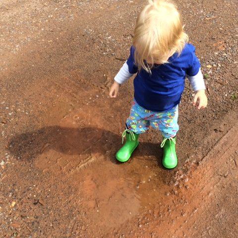 Reisen Camping Kinder Outdoor Wasser Pfuetze Matsch Spass