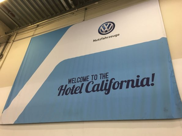 VW California Fertigung Produktion Halle Hotel Plakat 1
