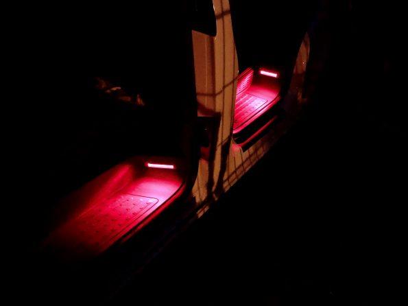 VW T5 T6 Licht Lampen Beleuchtung Stufe Tritt Einstieg LED strom sparen Tür Umbau IMG_6008